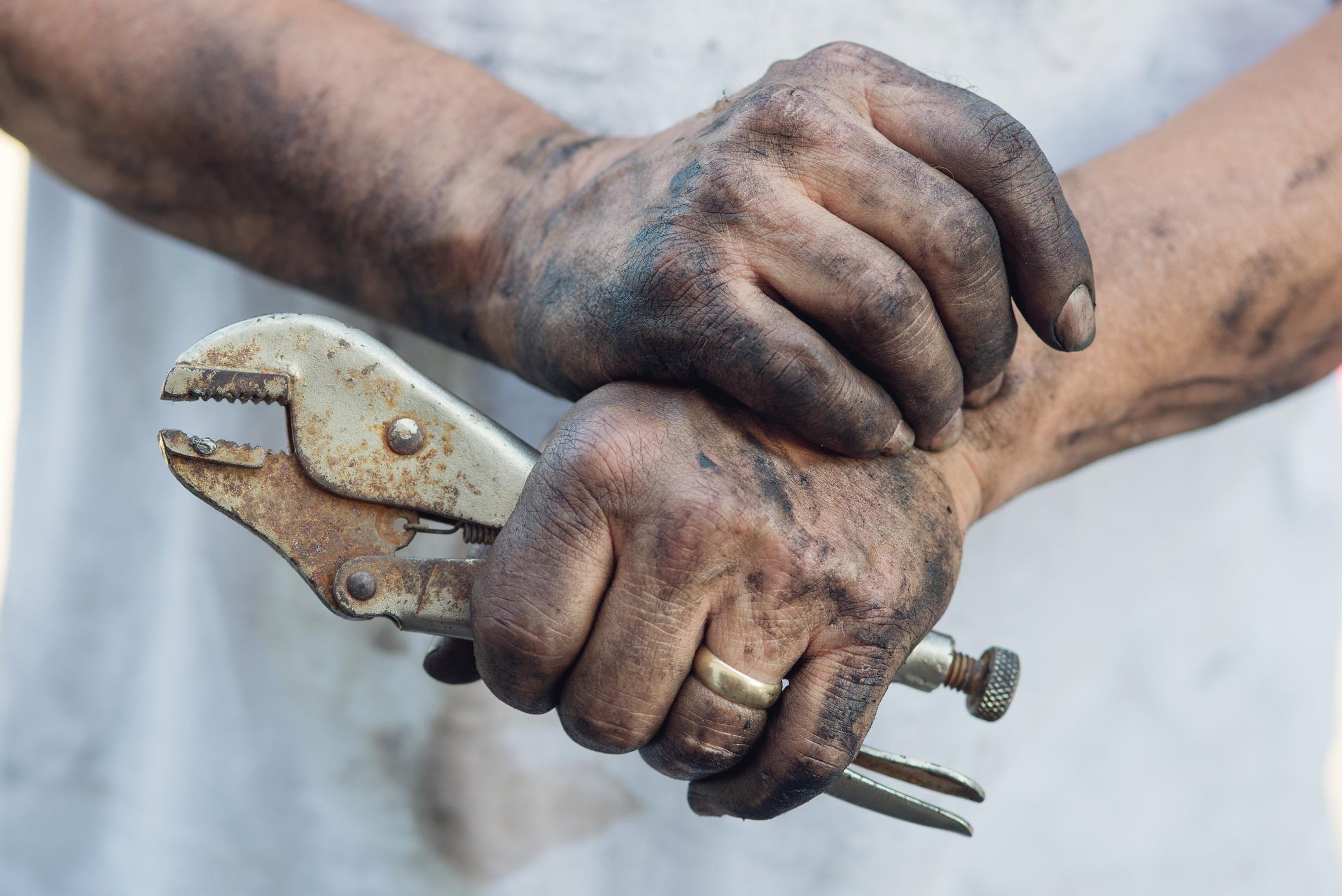 salissures mains garagiste (istock - pay